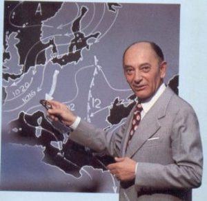 Il Colonnello dell'Aeronautica Edmondo Bernacca, celebre per le sue previsioni del tempo