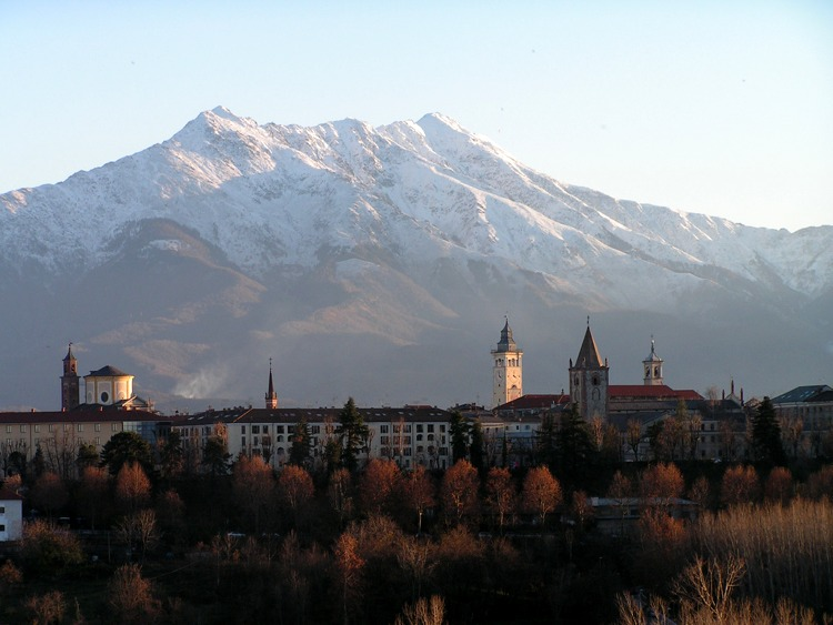 Cuneo con i suoi monti sullo sfondo