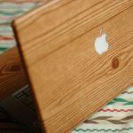 Un case in legno per il laptop