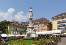 Piazza Walther a Bolzano, il capoluogo della più grande provincia italiana