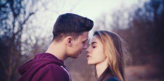 L'amore ci porta via, ma bisogna imparare a riconoscerlo: ecco come capire se piaci ad un ragazzo con cui non hai confidenza