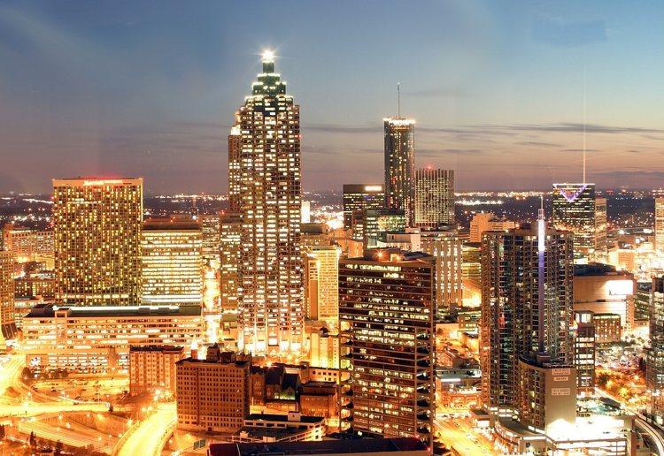 Il panorama di Atlanta di notte