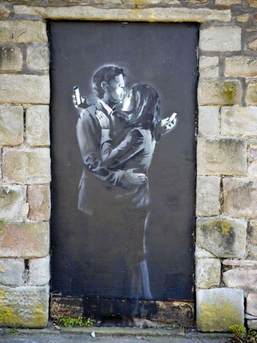 Mobile Lovers, recente lavoro di Banksy