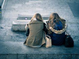 Vi proponiamo cinque belle canzoni che affrontano il tema dell'amicizia