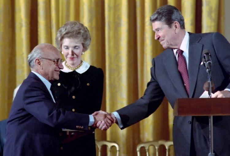 L'economista Friedman con Ronald Reagan