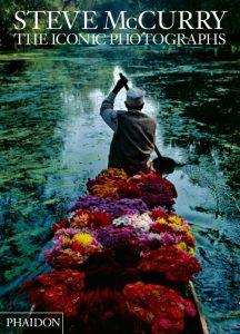 """""""The Iconic Photographs"""", che raccoglie le migliori foto di Steve McCurry"""