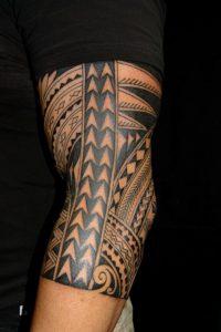 I tatuaggi maori rendono molto bene nella zona del gomito