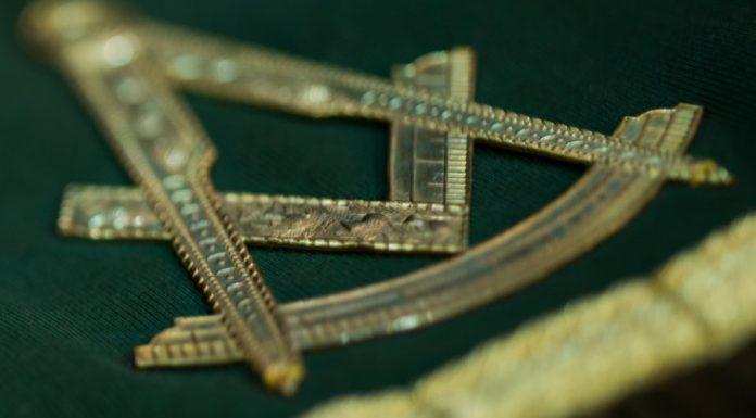 Il compasso e la squadra sono due tra i più famosi simboli della massoneria: scopriamo anche gli altri