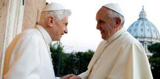Gli ultimi due papi del nostro elenco assieme: Benedetto XVI e Francesco