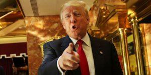 Donald Trump all'interno della sua faraonica Trump Tower