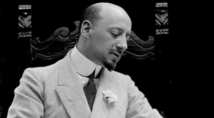 Gabriele D'Annunzio al tempo del suo massimo successo, quando le frasi de Il piacere facevano scalpore