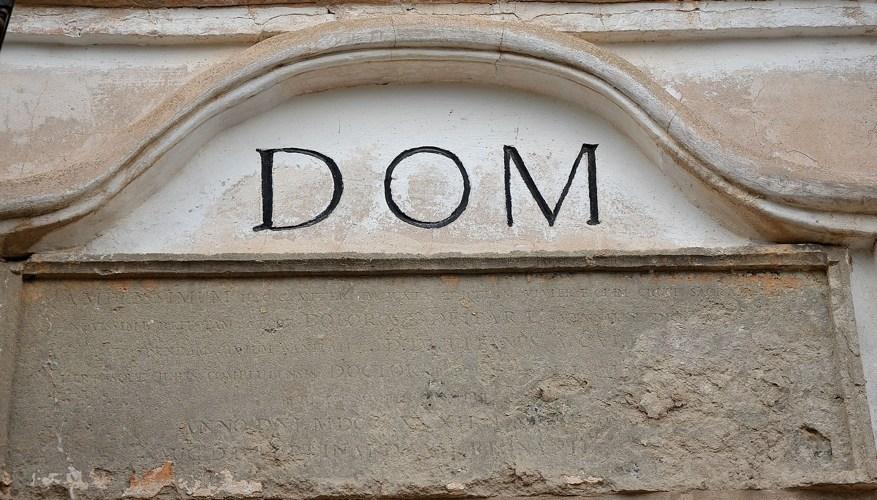 Il D.O.M., uno dei più presenti e poco decifrabili simboli cristiani