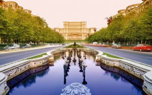 Bucarest, con sullo sfondo il Parlamento rumeno