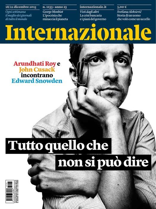 La copertina di Internazionale in cui si racconta l'incontro di John Cusack con Edward Snowden