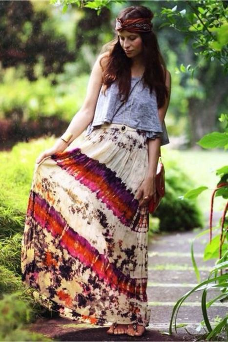 Gambe da figli dei fiori. Una gonna alla zingara che andava tanto di moda  negli anni  70 Passiamo alle gonne e ai ... 0afd245e873