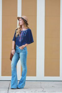 Un top tipico e semplice per un outfit anni '70