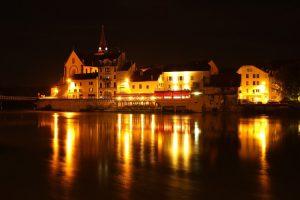 Suggestiva immagine del Rodano, uno dei più importanti fiumi francesi, a Seyssel