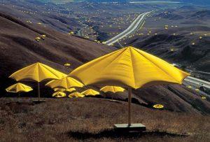The Umbrellas, opera in due parti realizzata tra la California e il Giappone
