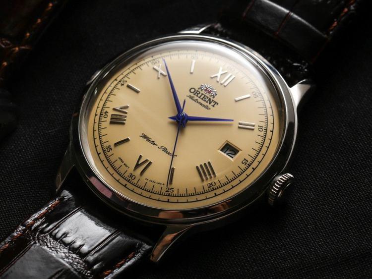 Ecco i cinque orologi eleganti da uomo che abbiamo scelto  vota il tuo  preferito. 5ddf6802692