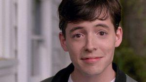 Ferris Bueller mentre si rivolge direttamente al proprio spettatore, abbattendo la quarta parete