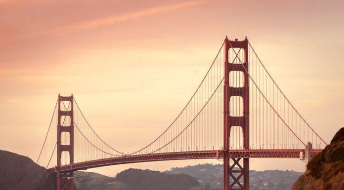 Il Golden Gate Bridge, simbolo di San Francisco, che a volte compare anche nelle canzoni dedicate alla città