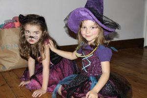Per le bambine, coi vestiti da strega si va sul sicuro