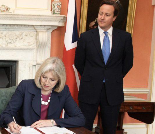 Theresa May e David Cameron, recenti primi ministri inglesi in una foto ufficiale del Ministero degli Esteri britannico