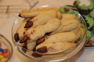 Le dita della strega, una delle migliori ricette salate per Halloween (foto di Joseolgon via Wikimedia Commons)