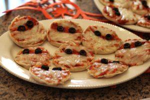 Pizzette alla mummia, ottime ricette salate per Halloween (foto di Bridget Patterson via Flickr)