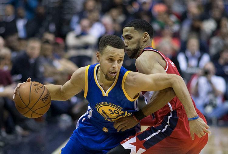 Steph Curry dei Golden State Warriors, uno dei playmaker più famosi in attività (foto di Keith Allison via Flickr)