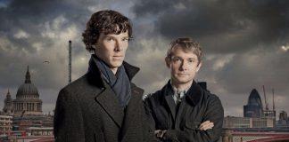 Sherlock e Watson con Londra sullo sfondo, protagonisti di una delle più famose serie TV inglesi
