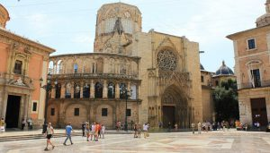 La Cattedrale de la Virgen, punto da cui si dipana la vita notturna di Valencia