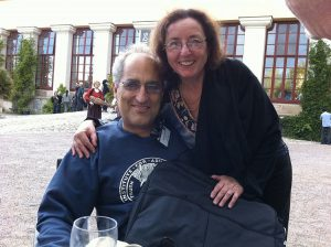 Edward Witten con la moglie (italiana) Chiara Nappi (foto di Betsythedevine via Wikimedia Commons)