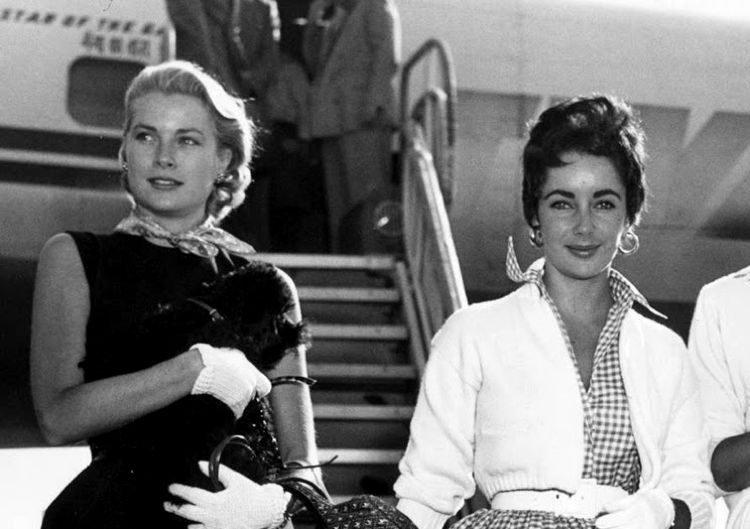 Grace Kelly ed Elizabeth Taylor nel 1954 all'aeroporto internazionale di New York