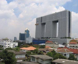 L'edificio a forma di elefante a Bangkok (foto di Jarcje via Wikimedia Commons)