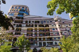 Il complesso chiamato Waldspirale a Darmstadt, in Germania (foto di Norbert Nagel via Wikimedia Commons)