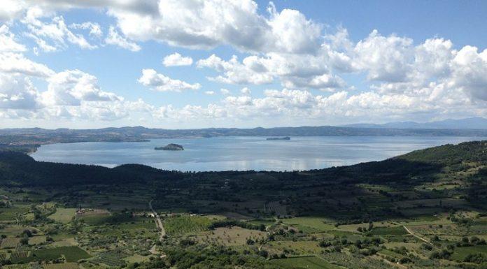 Una suggestiva foto del Lago di Bolsena, uno dei laghi più importanti d'Italia