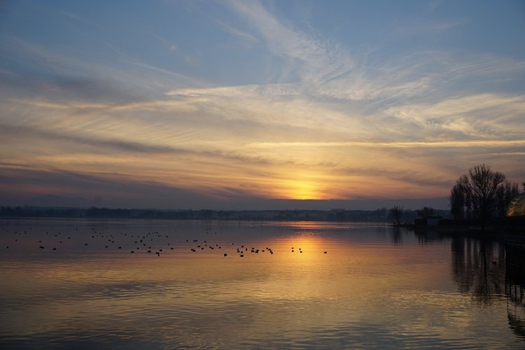 Il lago Trasimeno al tramonto