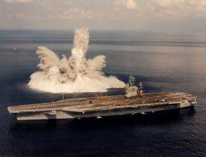 La USS Theodore Roosevelt durante un'esercitazione nel 1987