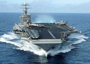 La portaerei americana George Washington in navigazione