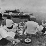 Domenica sulle banche del fiume Senna, famosa foto di Henri Cartier-Bresson