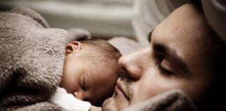 Dormire in braccio al papà