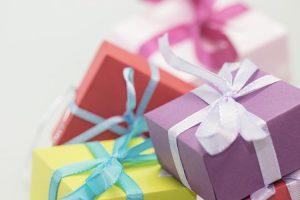 Per i 18 anni potete optare non per un unico regalo, ma per tanti piccoli doni