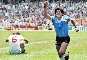 Diego Armando Maradona dopo il suo celebre secondo gol all'Inghilterra nei Mondiali del 1986