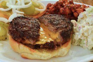 Un gustoso hamburger, veloce da preparare anche per cena (foto di jeffreyw via Flickr)
