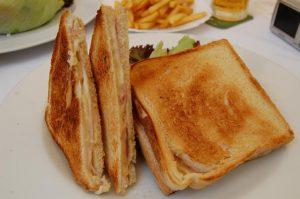 Il toast è sempre una possibile risposta all'enigma su cosa fare per cena (foto di Yusuke Kawasaki via Flickr)