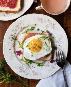 Un toast croque madame, perfetto per una colazione salata