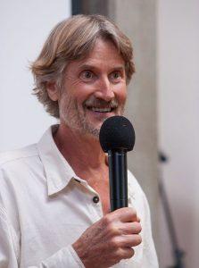 Will Tuttle, autore di Cibo per la pace (foto di Pax Ahimsa Gethen via Wikimedia Commons)