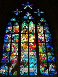 La vetrata della Cattedrale di San Vito a Praga, disegnata da Alfons Mucha