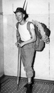 Gary Snyder da giovane, prima di una spedizione in mezzo alla natura e alle montagne